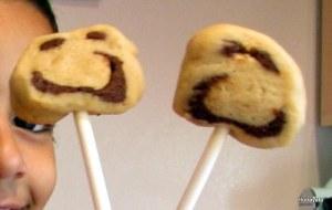 עוגיות פרצוף על מקל
