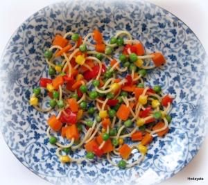 שרשרת ספגטי וירקות צבעוניים