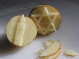 חותמות מתפוחי אדמה לחנוכה.jpg